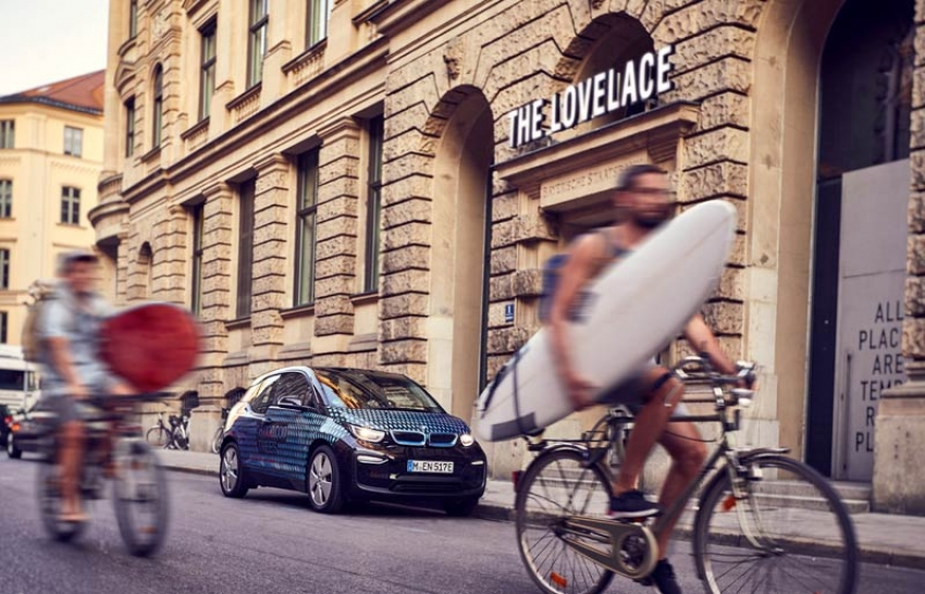 Pop-up-Hotel The Lovelace München bietet BMW i3 Shuttle-Service
