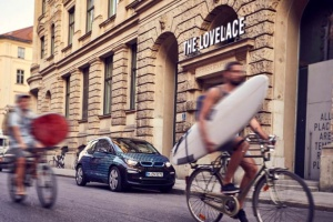 Pop-up-Hotel The Lovelace München bietet BMW i3 Shuttle-Service