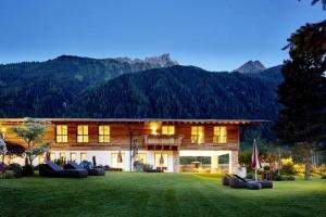 5-Sterne SPA-Hotel Jagdhof im Stubaital lockt im Sommer nicht nur Porsche Fans